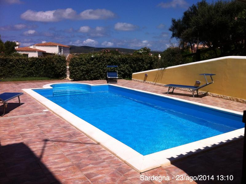 Villa Holiday Park con Piscina Privata e Giardino all'inglese., vacation rental in Stintino