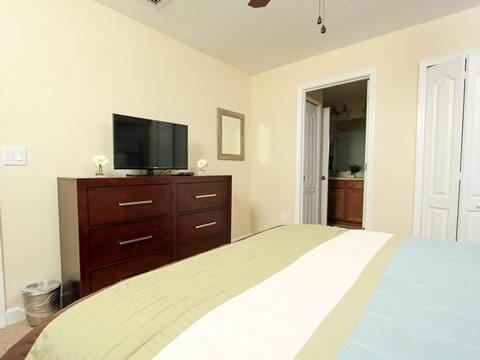 Bedroom,Indoors,Room,Floor,Flooring