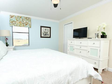 Bedroom,Indoors,Room,Furniture,Entertainment Center