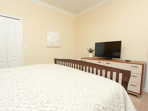 Bedroom,Indoors,Room,Furniture,Chest