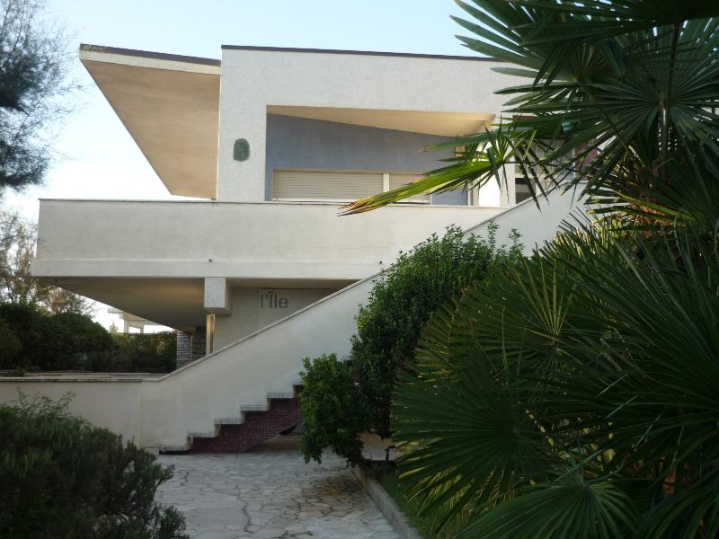 Appartamento in villa con piscina a Lido di Savio, proprio in riva al mare, holiday rental in Savio di Ravenna