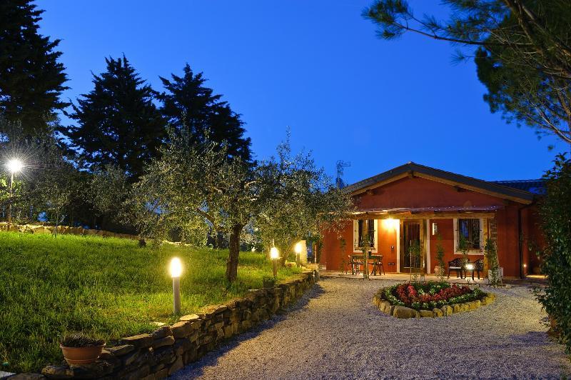 LA CASETTA DI CHIARA 'Appartamento Collemancio', holiday rental in Madonna della Pia
