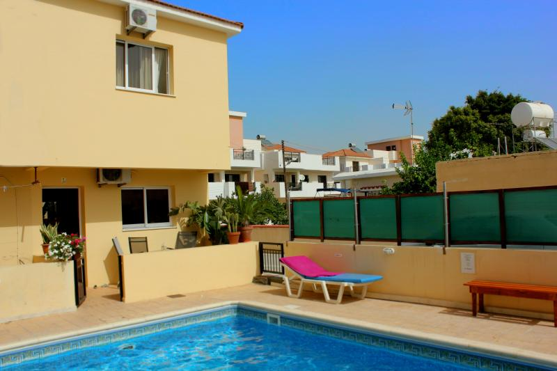 Townhouse: Pool, 2 Bedrooms, Free Wifi, TV, BBQ, holiday rental in Pervolia