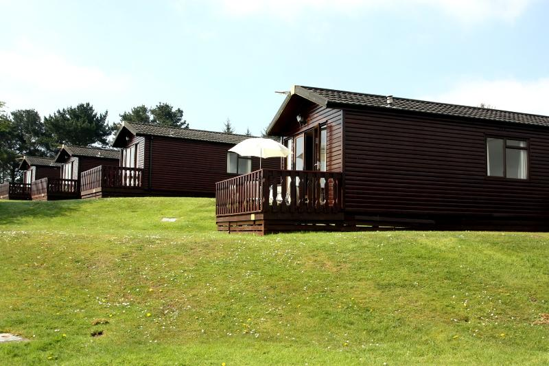 Holiday Wooden Pine lodge- 2018 July freshly decorated,new carpets & flooring brand new; shower room