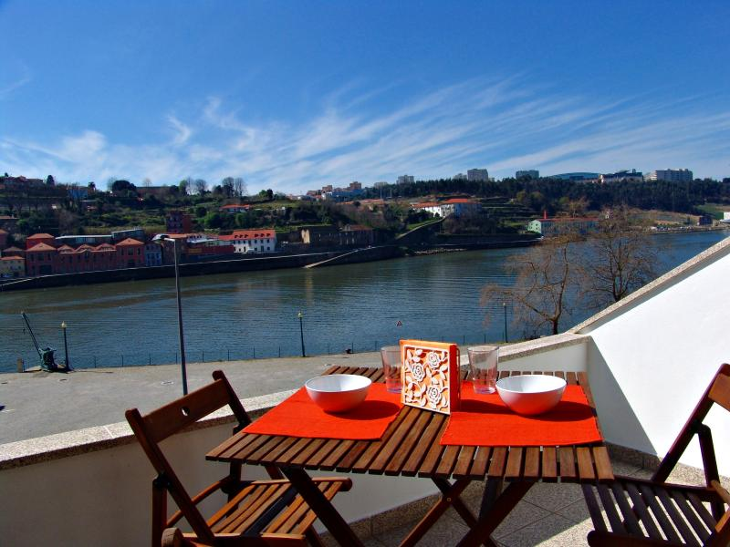 Apartment with fantastic views over Douro river – semesterbostad i Porto