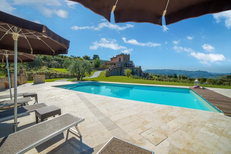Luxury Villa, spacious and comfortable,  with, holiday rental in Palagio