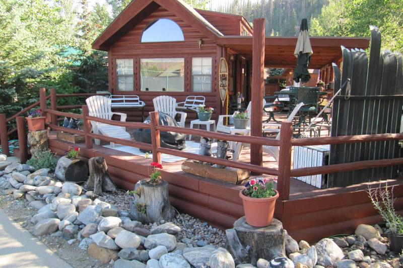 Front View - Large Deck - BBQ - Firepit - Umbrella - Ski Benches