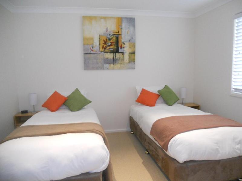 Twin upper room
