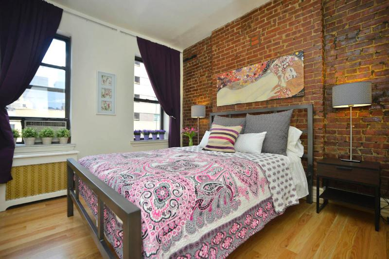 Slaapkamer 1 zonnige slaapkamer met levendige mix van 100% katoenen beddengoed