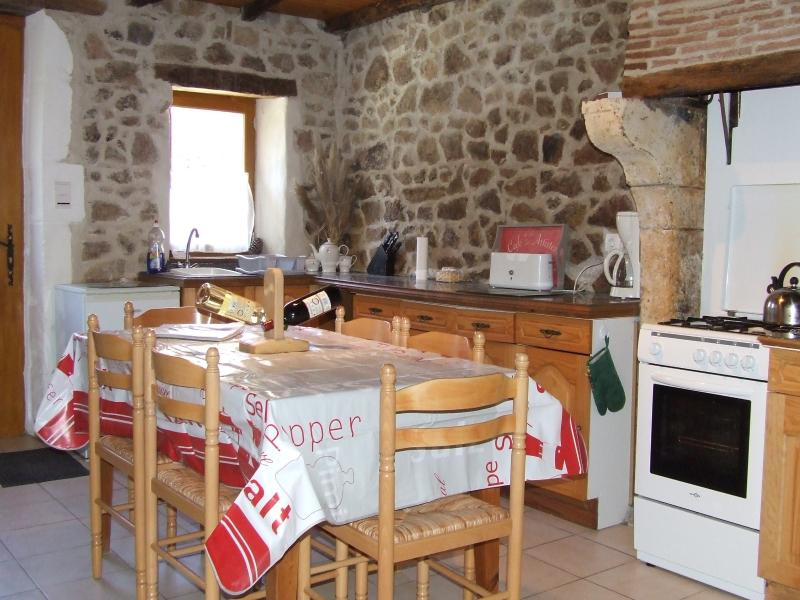 Tranquille Vienne Confolen Gite, vacation rental in Exideuil