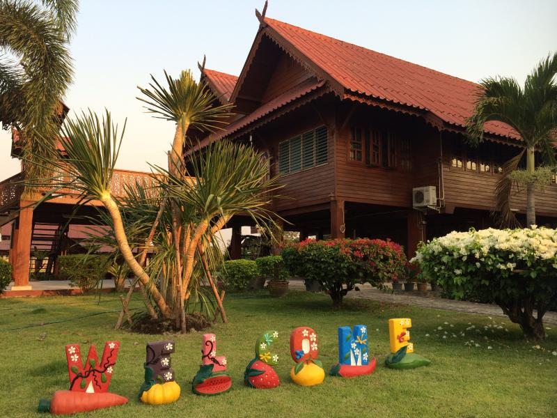 Beautiful Thai Wooden Teak House with 4 bedrooms in Traditional Lanna Style