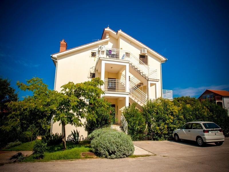 Apartment Kostelić, vacation rental in Merag