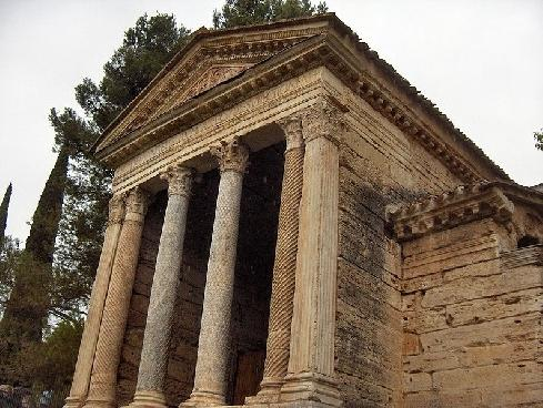 small but impressive temple dedicated to the God Jupiter Clitunno. Unesco 8 km from our House