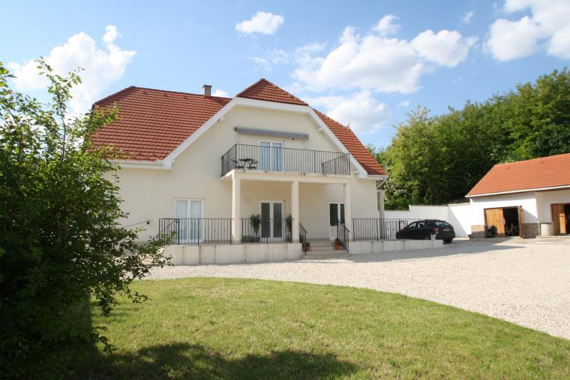 Victorias Vineyard Lavendula House, holiday rental in Tolna County