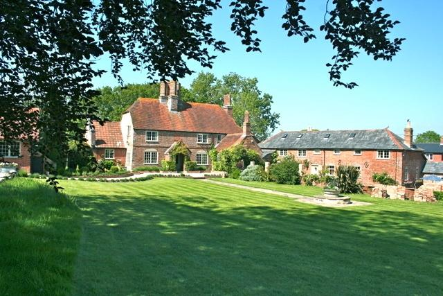 Charming 17th Century Farm House, vacation rental in Lymington