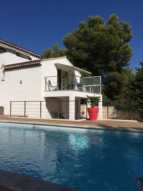 70M 2 APARTMENT WITH INDEPENDENT ENTRANCE AND ACCESS DIRECT BY BAY GLAZED ROOM AT THE POOL