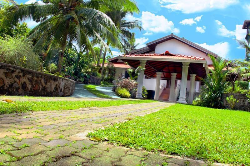 hikkaduwa house for rent 'villa sisil sewana', vacation rental in Hiniduma