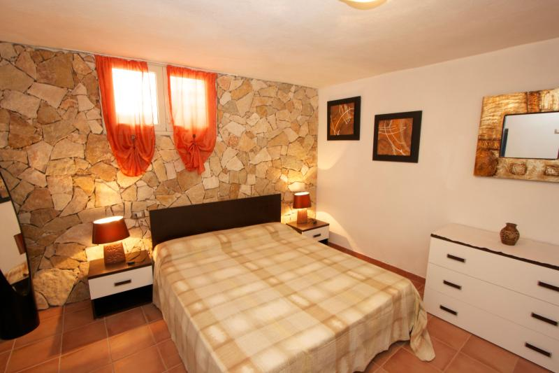 Trekking and Surfing - Apartment near the beach, vacation rental in Portixeddu