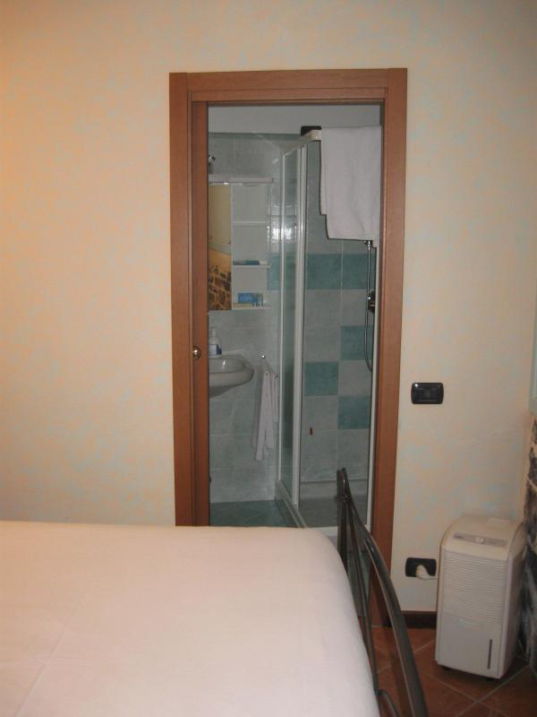 the double bedroom and the shower