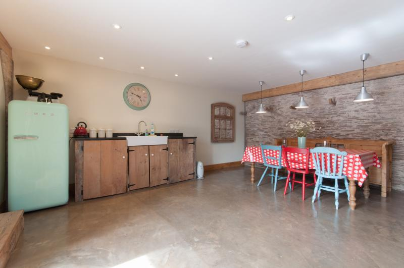 The separate Granary barn has a washing machine, freezer, dining area & shower wet room - shared use