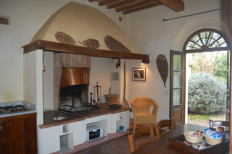 kitchen-living room with fireplace, the Biancospino apartment