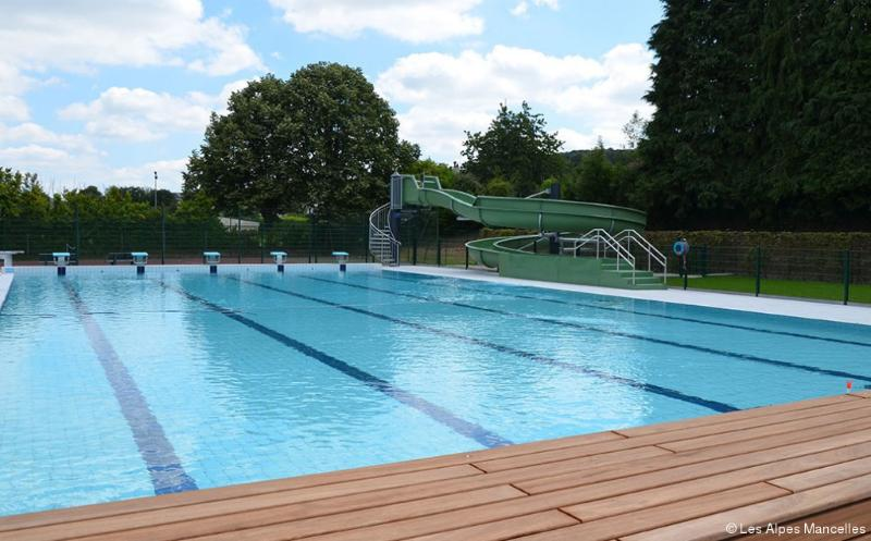 Newly refurbished heated outdoor pool and slide (summer only) only 3km away
