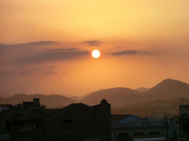 Casa 'Don Carlos'. Puesta de sol vista desde la terraza en la azotea.