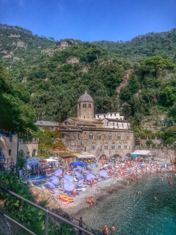 San Fruttuoso nur 15' mit der Fähre von Camogli Hafen - Strand & Restaurants