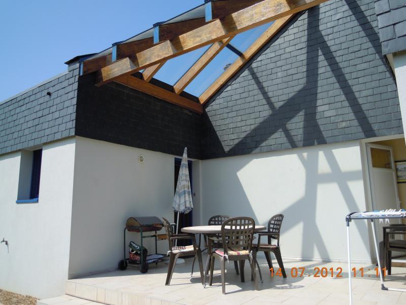 Terrasse avec mobilier jardin - Exposition Est