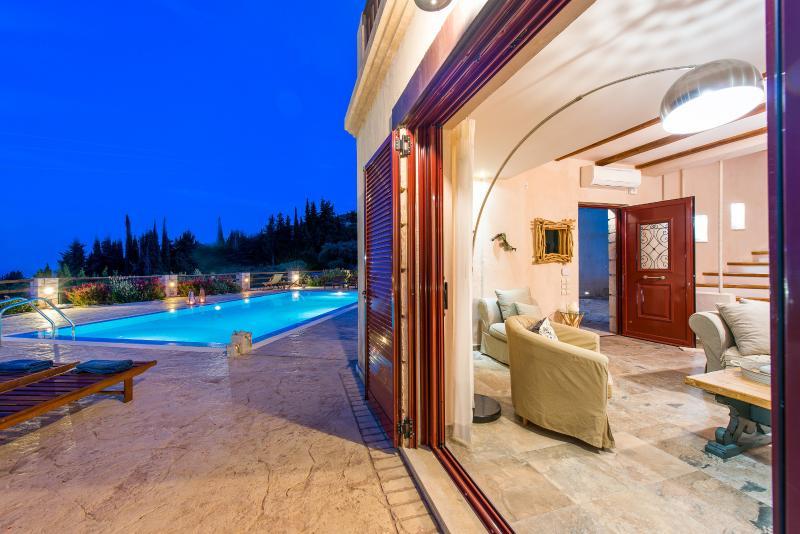 Villa Rosa swimming pool area