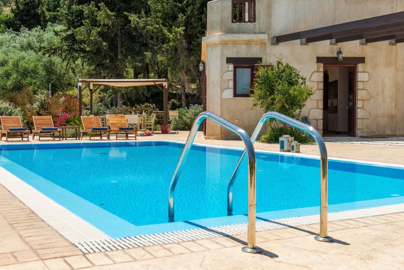 Amorosa Villas-Villa Azzurra, holiday rental in Lagopodo