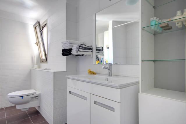 Washing machine available / shower & bathtub.
