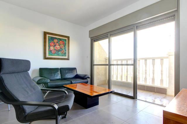 Brand New Central 2BD apartment w/Private parking., aluguéis de temporada em Distrito de Jerusalém