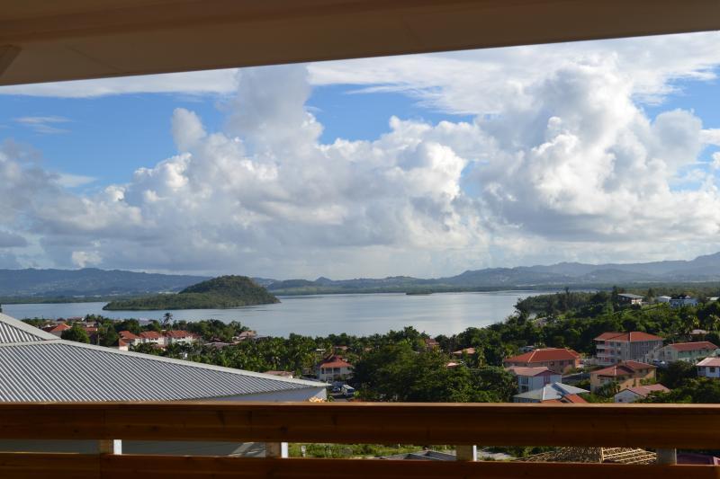 vue mer terrasse et coursive de la villa