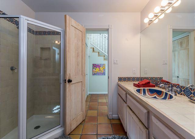 Baño # 2 con ducha.