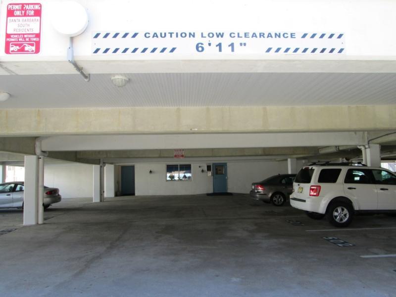 Täckt parkering och säker tillgång
