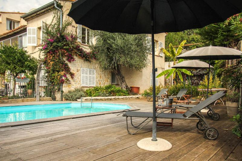 Charming villa apartment with pool, quiet - 3, Ferienwohnung in Vence