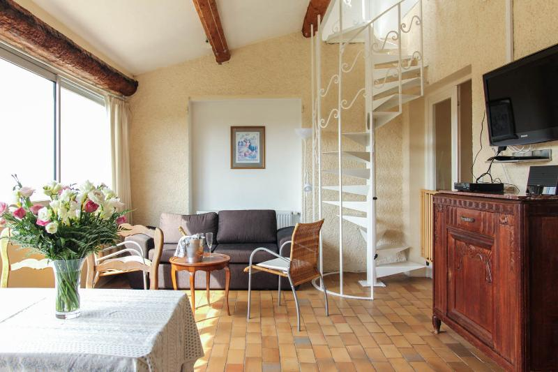 Charming villa apartment with pool, quiet - 2, holiday rental in Vence