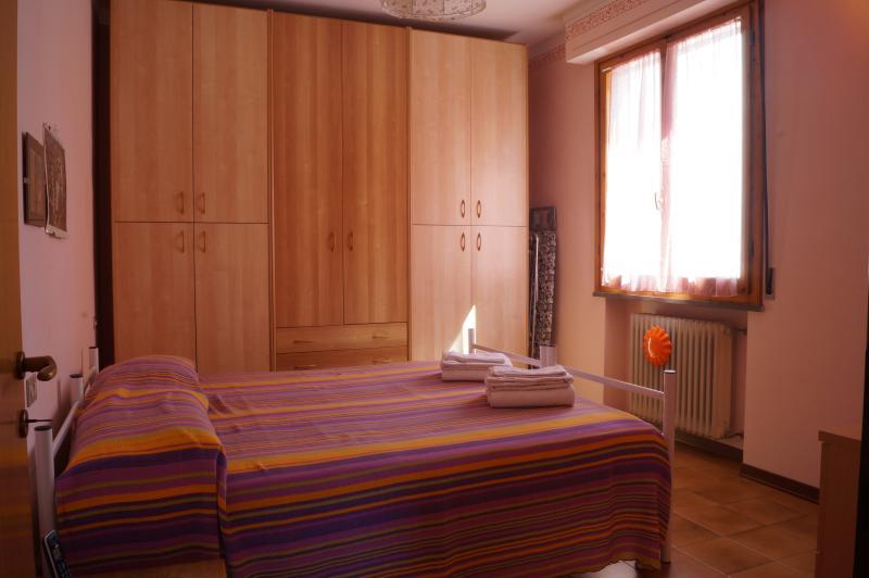 Camera matrimoniale con ampio armadio