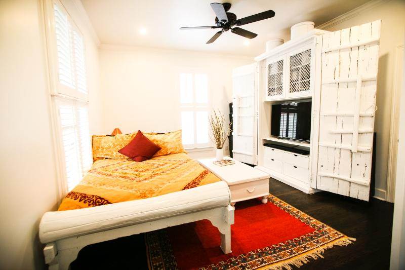 The Den: Guest room with full-sized memory foam bed and Samsung TV