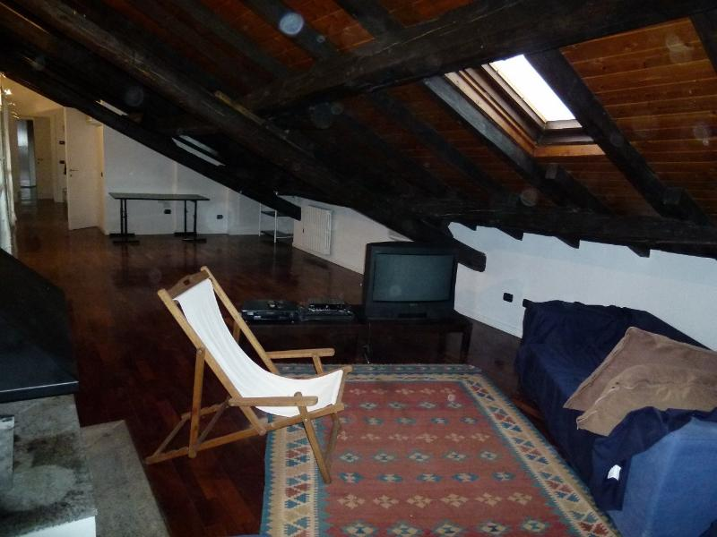 Mansarda con camino, holiday rental in Locate di Triulzi