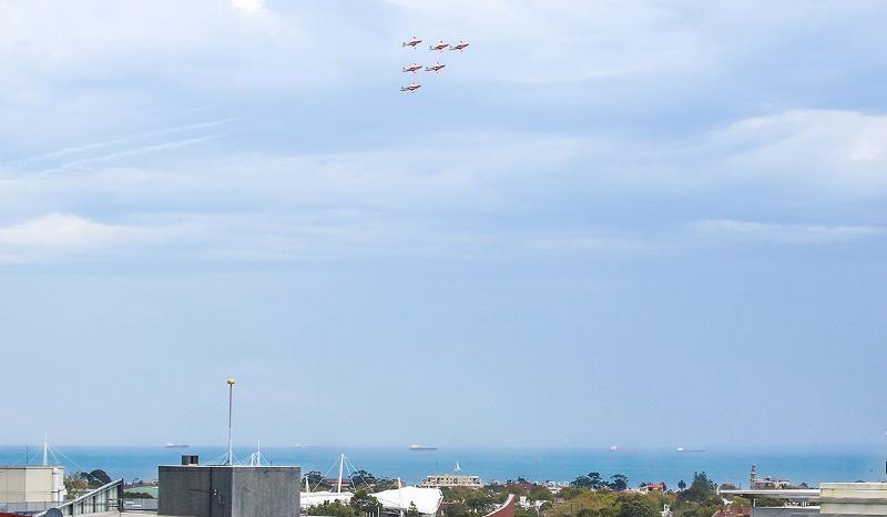 Truco aviones visto desde el balcón durante el gran premio de F1 Melbourne