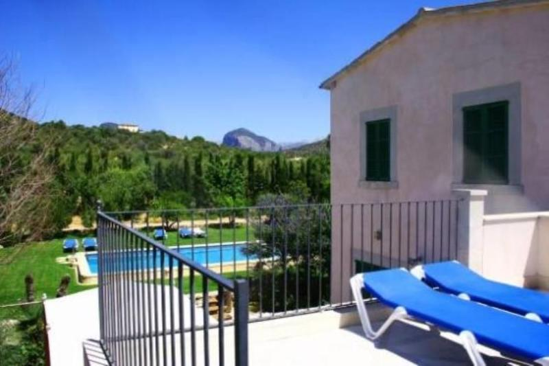 They are Jordi nou, country house in Majorca for 12 people, with views of the Sierra de Tramuntana