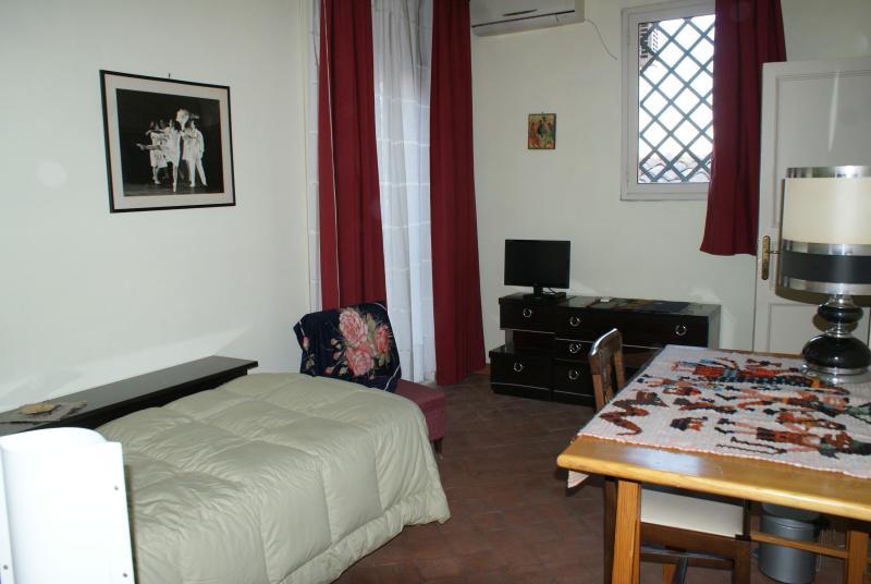 B&B Aranciarossa - camera gialla, holiday rental in Misterbianco