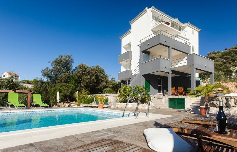 Cipra apartments - Ciovo island, holiday rental in Ciovo Island