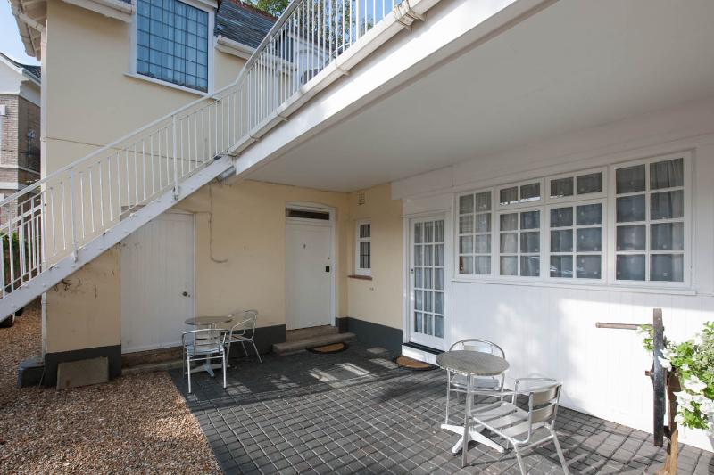 3 Coach House Studio, Walk to the beach/town in 5 mins.Disc up to 15% for 7night, alquiler vacacional en Bournemouth