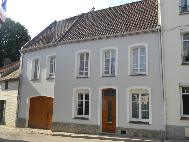Montreuil-sur-Mer Holiday Home in town center, holiday rental in Pas-de-Calais