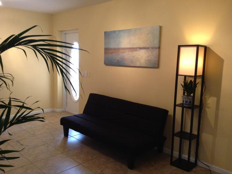 'Zen Village 1 Bedroom ' Peace, peace....., holiday rental in West Hollywood