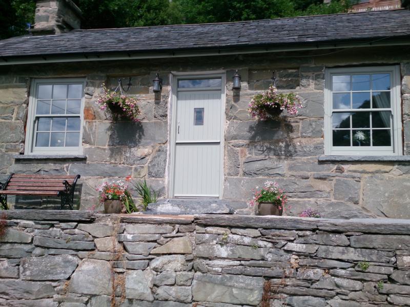 Dolydd Cottage Exterior
