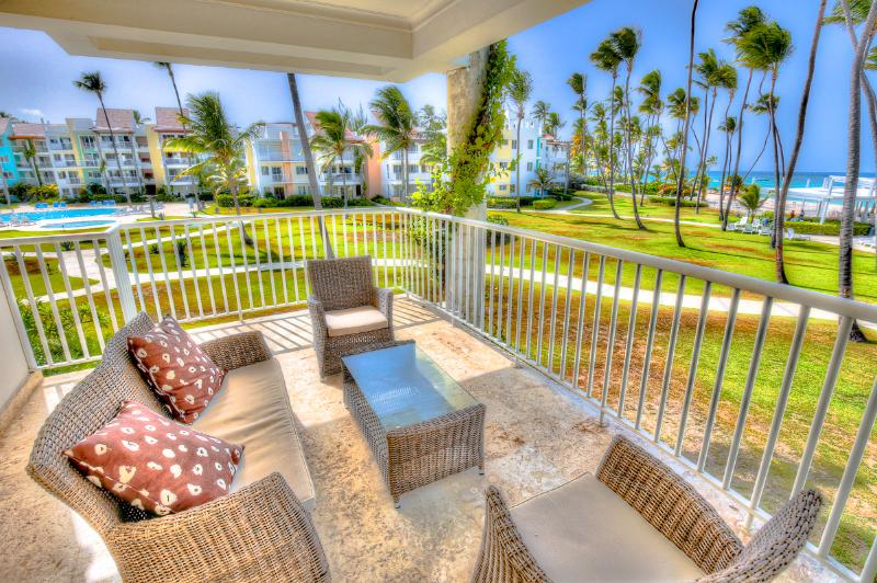 Beachfront 2 Bedroom Bedroom Apartment T-I202, vacation rental in Bavaro